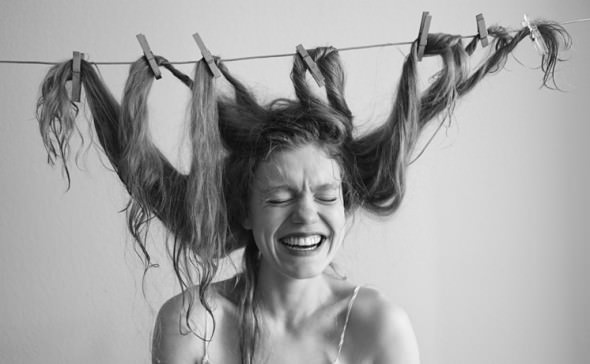 頭皮の臭いが気になる女性にオススメ!6つの頭皮の臭い解決法