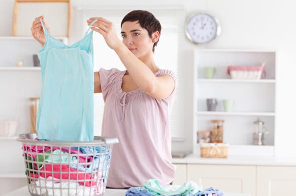 汗臭い洋服のにおいを取る7つの方法